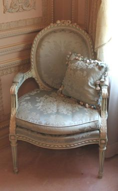 ideas bedroom classic french chairs for 2019 French Furniture, Shabby Chic Furniture, Painted Furniture, Furniture Dolly, Furniture Design, French Country Bedrooms, French Country House, Country Living, French Decor