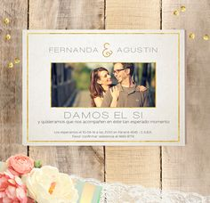 Delicada invitación de boda color blanco con detalles en negro y foto de los novios.<strong>Especificaciones:</strong>Tamaño: 14x10 cm. Papel ilustración de 300gr.<strong>Tiempo de entrega:</strong> 15 días