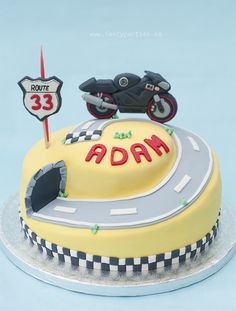 Yamaha Racing Cake by www. Racing Cake, 1st Birthday Parties, Birthday Cake, Motorcycle Cake, Race Party, Cakes For Men, Bear Cakes, Fancy Cakes, Themed Cakes