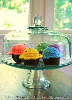 Amigurumi Food: Cupcakes - Free Pattern here: http://bittersweetblog.com/2007/08/14/bake-me-a-cake/