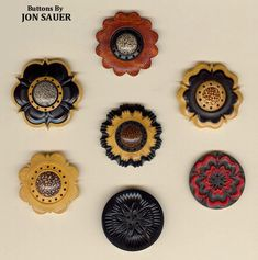jS: Rose engine layered buttons by Jon Sauer Small Plants, Cool Art, Awesome Art, Small Boxes, Wood Boxes, Wood Turning, Victorian Era, Cool Designs, Lathe