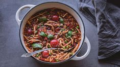 Italiensk gryte | Godt.no Norwegian Food, Frisk, Food Inspiration, Chili, Spaghetti, Soup, Pasta, Beef, Cooking Food