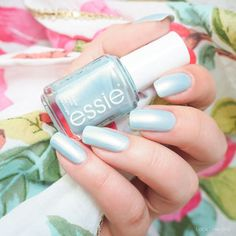 swatch essie classical cliché Tropical Lights Collection 2016