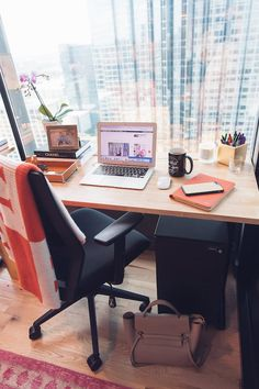 Our WeWork Office Tour! - See how the House of Harper Team spends their day at this amazing workspace! Cozy Home Office, Home Office Design, Home Office Decor, Home Decor, Office Designs, Office Inspiration, Hill Country Homes, Study Room Decor, Building A New Home