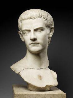 TDO 2 - Portrait de Caligula Vers 39 - 40 après J.-C. Thrace Marbre H. : 47 cm. Paris, mdL.
