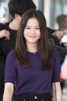 Jisoo in your area - 190816 Kim Jennie, Jenny Kim, Blackpink Jisoo, South Korean Girls, Korean Girl Groups, Yg Entertainment, Blackpink Outfits, Black Pink Kpop, Blackpink Members