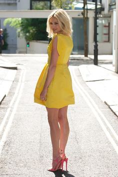 Fearne Cotton is lovely in lemon at new collection launch Fearne Cotton, Holly Willoughby, Tv Presenters, Blonde Women, Women Legs, Yellow Dress, Affordable Fashion, Gorgeous Women, Beautiful