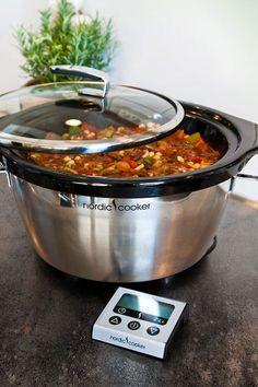 Gulasch i Slökokare: Gi-vänlig och Glutenfri Crock Pot Slow Cooker, Slow Cooker Recipes, Cooking Recipes, Healthy Recipes, Slow Cooking, Easy Bake Oven, Pulled Pork, Love Food, Food Porn