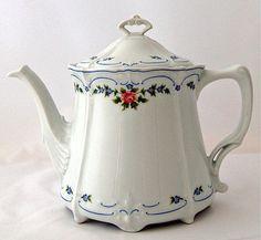 """٠•●●♥♥❤ஜ۩۞۩ஜஜ۩۞۩ஜ❤♥♥●  """"Isabelle"""" Hutschenreuther china Teapot  ٠•●●♥♥❤ஜ۩۞۩ஜஜ۩۞۩ஜ❤♥♥●"""