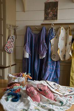 The Hunter Millinery Shop, historic trades at Colonial Williamsburg… Colonial Williamsburg Va, Williamsburg Virginia, Georgian Era, Colonial America, 18th Century, Interior, Design, Shop, Purple Cross