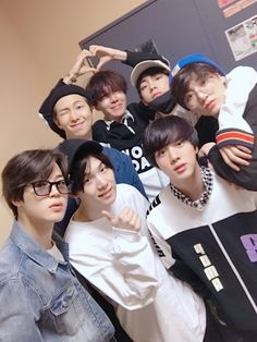 180422 [BTS WEIBO] @BTS_official •  [#本月的BTS#] 哈特 瞄准 发射♥ #私服少年团# ​​​ / [#ThisMonth'sBTS#] Heart, Aim, Launch ♥#OwnClothesBoyScouts#