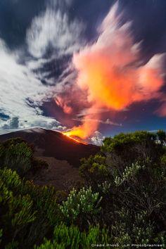 reunion island eruption  Piton de la fournaise