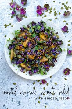 Roasted Purple Brussels Sprouts Salad with Spiced Seeds. Calling all Brussels sprout lovers! Those with a sophisticated palate yearning for nutty and bitter flavours, this purple brussels sprouts salad is made for you. Sprouts Salad, Brussel Sprout Salad, Brussels Sprouts, Salad Fingers, Christmas Salad Recipes, Sprout Recipes, Winter Salad, Side Salad, Main Dishes