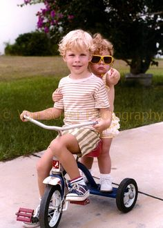 brother & sister idea with a scooter? Sibling Pics, Siblings, Adult Family Photos, Picture Ideas, Photo Ideas, Fun Family Portraits, Photography Tricks, Baby Boy Photos, Portrait Ideas