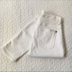 """High waisted skinny jeans The best white skinnys you'll ever own! 92% cotton, 6% polyester, 2% spandex makes for a super comfortable fit. High waist, and 28"""" inseam for an ankle length unless you're petite  in perfect condition, no stains, or markings and freshly laundered. Only worn a few times. 7 for all Mankind Jeans Skinny"""