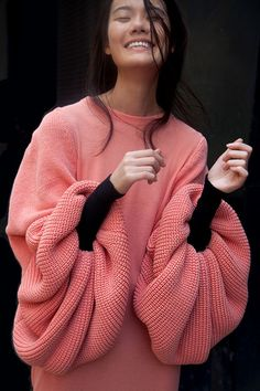 46 Stunning Knitwear Fashion Design Ideas For Next Fall And Winter Season Knitwear Fashion, Knit Fashion, Look Fashion, High Fashion, Womens Fashion, Crazy Fashion, Runway Fashion, Fashion Details, Fashion Design