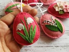 Felt Easter decoration – pink felt eggs with spring flowers. Listing is for 6 ornaments Set of 6 includes: – Snowbell – Pink Daffodil – Tiny flowers in Easter basket –… Easter Projects, Easter Crafts, Easter Decor, Felt Crafts, Crafts To Make, Felt Applique, Felt Embroidery, Felt Decorations, Egg Decorating