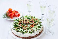 Tzatziki-voileipäkakku on kevään ja kesän juhlakauden raikas yllättäjä. Tämä voileipäkakku on melko kevyt, mutta täynnä makua. http://www.valio.fi/reseptit/tzatziki-voileipakakku/