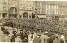 Sherwood Foresters parading in the Market Square