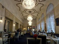 Elegant breakfast room at the Schloss Hotel Karlsruhe in Karlsruhe