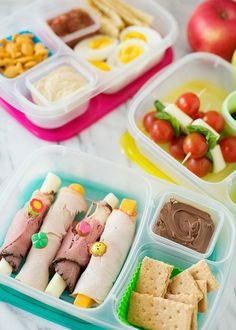 This is a great idea if your little one has a gluten intolerance. No need for bread, just wrap from yummy deli meat around some cheese. Add some gluten free crackers and Nutella for desert! - www.BabyGaga.com