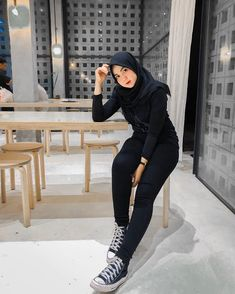 Hijab Jeans, Beautiful Hijab, Sporty, Womens Fashion, Beauty, Nice, Black, Girls, Model