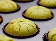Matcha Mochi Cupcakes Adapted From Otoki Makes 24 cupcakes 1 lb. matcha 3 eggs 1 cup milk cup oil Preheat oven to 375 degrees Cupcake Recipes, Cupcake Cakes, Dessert Recipes, Sushi Recipes, Mini Cupcakes, Green Tea Cupcakes, Green Tea Cookies, Oreo Cupcakes, Flower Cupcakes