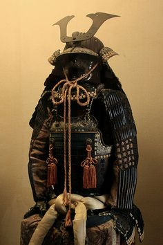 Samurai armour / Armure de samouraï - I saw armor (as well as Shinto relics) like this at a LACMA exhibit and had the weirdest feeling come over me, I couldn't tear myself away from it. These pieces are not only beautiful but very powerful as well.  This Asian exhibit made me 'remember' something and I've been obsessed with these cultures ever since.