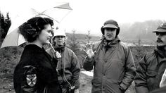 Lara Flynn Boyle and David Lynch behind the scenes of Twin Peaks pilot