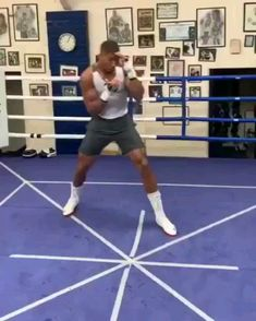 Anthony Joshua getting those angels ready for Joshua Vs Ruiz . Shadow Boxing Workout, Boxing Training Workout, Home Boxing Workout, Gym Workout Videos, Kickboxing Workout, Gym Workouts, Boxing Workout With Bag, Mma Training, Boxing Gym
