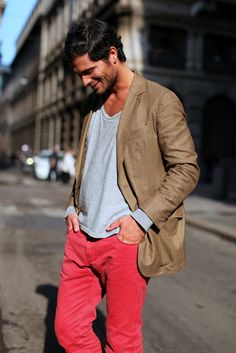 bright pants, a tee and a jacket = perfect combo