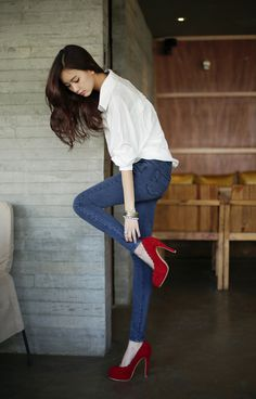 #Stylish      jeans + white buttondown shirt + red heels. the simple way to rock it