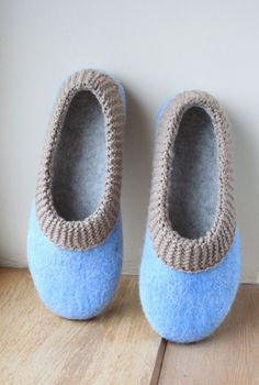 Felted slippers for woman - wool slippers - made to order - eco friendly - blue and beige Wool Shoes, Felt Shoes, Cute Slippers, Knitted Slippers, Shearling Slippers, Needle Felting Tutorials, Nuno Felting, Sock Yarn, Womens Slippers