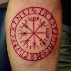 51 vind-ik-leuks, 1 reacties - Nikki Forte: Artist (@nikkiforteart) op Instagram: 'Helm of Awe #forearmtattoo #norsemythology #runes #tattoos #nikkiforteart #ohiotattooers'