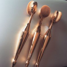 Copper Artists dupe brush - https://www.ayvabrushes.com & http://www.mymakeupbrushset.com/collections/oval-brush-set/products/10-piece-oval-brush-set (For concealer & contour)
