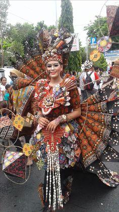 Arakan-Arakan Pekan Batik Nusantara 2016 Kadayawan Festival, Recycled Dress, Carnival Costumes, My Heritage, Captain Hat, Beautiful Pictures, Glamour, Fantasy, Awesome