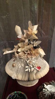 Folded Book Art, Paper Book, Book Folding, Paper Art, Paper Crafts, Diy Repurposed Books, Recycled Books, Book Page Crafts, Book Sculpture
