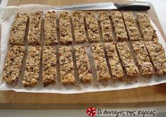 This is a delicious alternative to the bought cereal bars from the supermarket. This homemade bars recipe is packed with the goodness of seeds and. Healthy Bars, Healthy Desserts, Easy Desserts, Healthy Eating, Sweets Recipes, Cookie Recipes, Healthy Biscuits, Greek Desserts, Homemade Granola Bars
