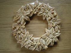Salt Dough Crafts, Salt Dough Ornaments, Polymer Clay Projects, Polymer Clay Creations, Christmas Wreaths, Christmas Decorations, Christmas Ornaments, Cd Art, Polymer Clay Christmas