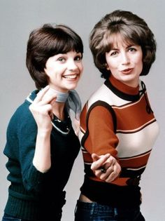 """Cindy Williams (Shirley) and Penny Marshall (Laverne) in the TV series """"Laverne and Shirley"""" -- """"Schlemiel, schlemazel, hasenfeffer, incorporated! Happy Days Tv Show, 1970 Style, Cindy Williams, Hayley Williams, Penny Marshall, Emission Tv, Laverne & Shirley, Nostalgia, Vintage Tv"""