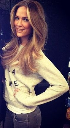 Love this color with the highlights in front!! Super cute!