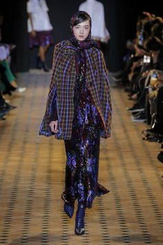 The complete Talbot Runhof Fall 2018 Ready-to-Wear fashion show now on Vogue Runway.