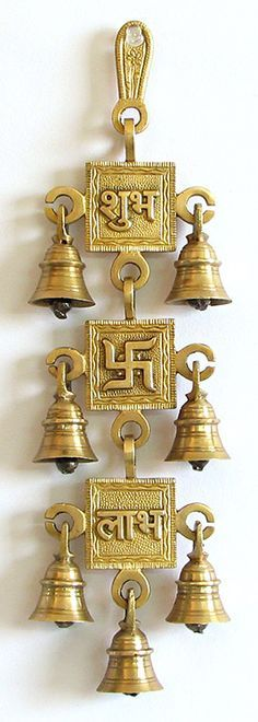 25 Perfect Indian Home Decor Ideas For Your Ordinary Home. If you are looking for Indian Home Decor Ideas For Your Ordinary Home, You come to the right place. Below are the Indian Home Decor Ideas Fo. Indian Home Interior, Indian Home Decor, Hindu Symbole, Pooja Door Design, Decoration Entree, Puja Room, Indian Homes, Diwali Decorations, Traditional Decor