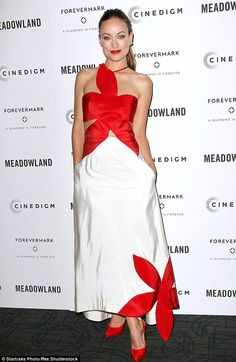 Olivia Wilde stuns with fiance Jason Sudeikis at Meadowland premiere | Daily Mail Online