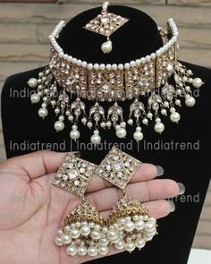 Indian Jewelry Earrings, Indian Jewelry Sets, Jewelry Design Earrings, Indian Wedding Jewelry, Ear Jewelry, Necklace Designs, Bridal Jewelry, Indian Bridal, Jewelery