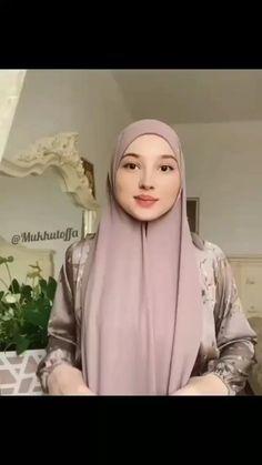 Street Hijab Fashion, Abaya Fashion, Muslim Fashion, Fashion Outfits, Simple Hijab Tutorial, Hijab Style Tutorial, Pashmina Hijab Tutorial, Turban Tutorial, How To Wear Hijab