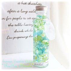 お子さま作品 *ハーバリウム* 夏休みお子さまLesson*♬೨̣̥ みどり色でかわいく♡と、グリーン色とブルー色のグラデーションあじさいやかすみ草・ソフトイモーテルを使い、大好きなクローバー型にカットしたリーフを閉じ込めた涼しげでお色目が美しいボトル✧︎*。 #ハーバリウム #日本ハーバリウム協会 #認定講座 #JHA #ハンドメイド #雑貨 #インテリア #大阪 #和泉市 #堺市 #黄色 #グリーツ #ブルー #クローバー #四葉 #お子さま #レッスン #お子さまレッスン #Lesson #プリザーブドフラワー #あじさい #かすみ草 #グルーデコ #JGA #ユリシスドンネ #習い事 #ルルフローラル