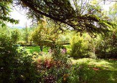Chambres d'Hôtes et Gîte à Collonges la Rouge en Corrèze: Le Jardin de La Raze. http://jardindelaraze.blogspot.fr/