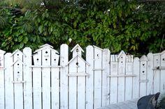Fågelälskarens konstnärliga vita staket