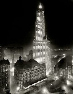 The Woolworth Building, Manhattan, 1913 (Shorpy Historical Photo Archive). S)